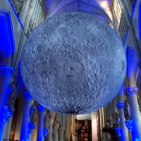 Museum of the Moon van Luke Jerram in Mechelen